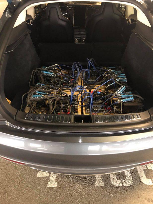 Электрокар Tesla научили майнить криптовалюту