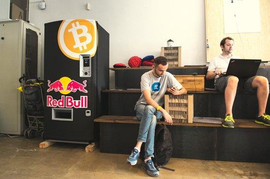 bitcoin-automat-v-paralelnim-polis
