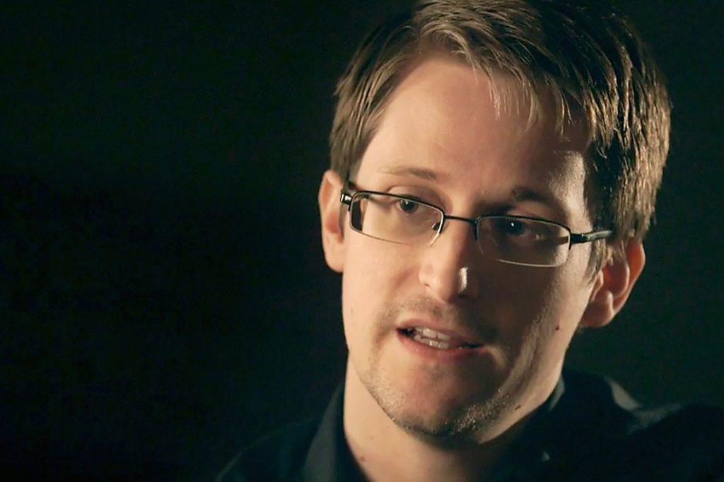 Эдвард Сноуден посоветовал чиновникам отказаться от WhatsApp и Telegram